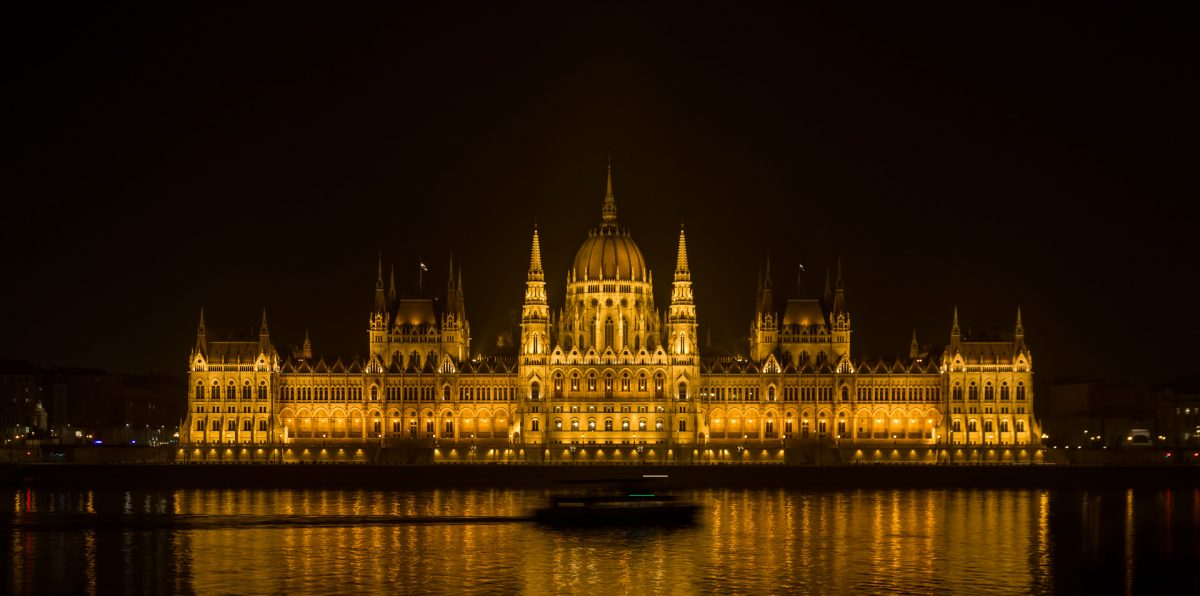 Night photo of the Hungarian parliament